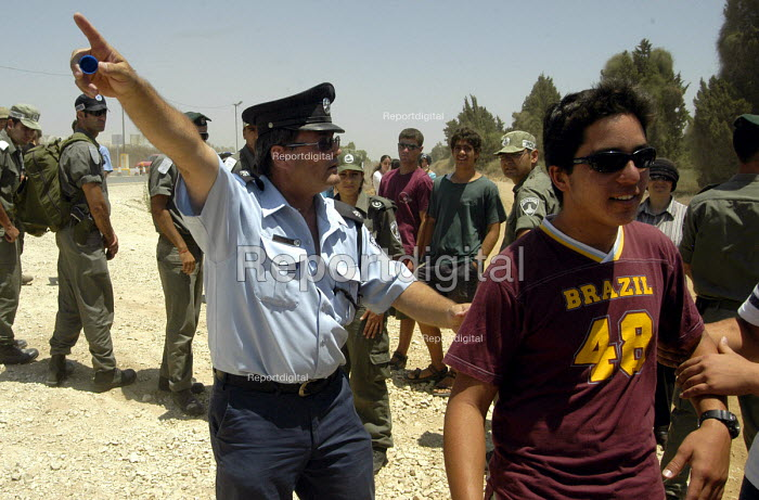 Israeli police prevent Israeli settlers opposing withdrawal from Gaza going into the Gush Katif Area to protest. Gaza 2005 - Andrija Ilic - 2005-07-19