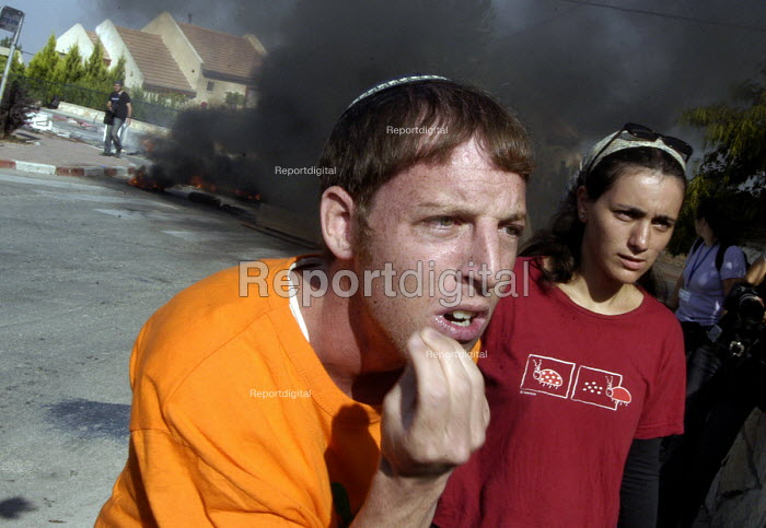 Evacuation of Israeli settlers, many of whom resisted being removed, from the Jewish settlement at Homesh on the West Bank. 2005 - Andrija Ilic - 2005-08-23