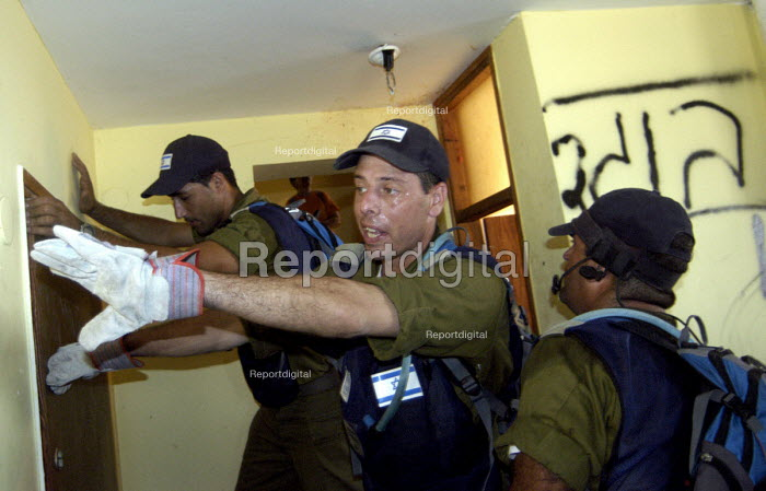 Israeli security forces evacuate Israeli settlers, many of whom resisted being removed, from the Jewish settlement at Homesh on the West Bank. 2005 - Andrija Ilic - 2005-08-23