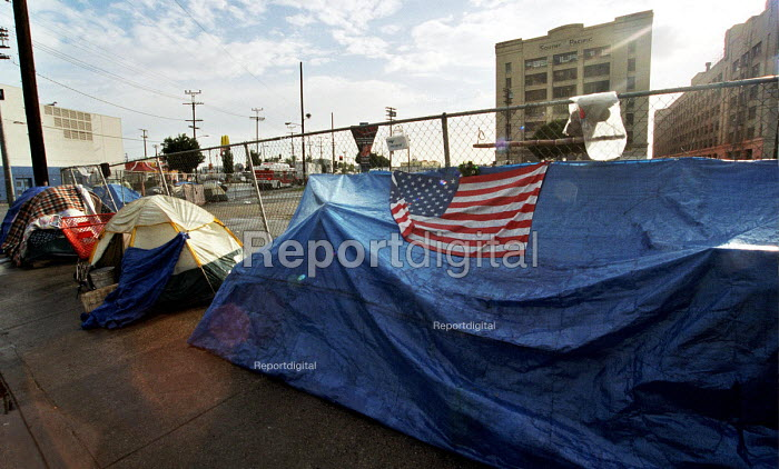 Alamado Street a district of Los Angeles with hundreds of improvised shelters for homeless people. Los Angeles, California, USA 2003. - Andrija Ilic - 2003-05-07