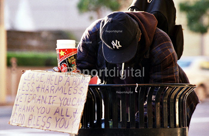 Homeless man searching in a trash can for food, San Francisco, USA 2003 - Andrija Ilic - 2003-05-07