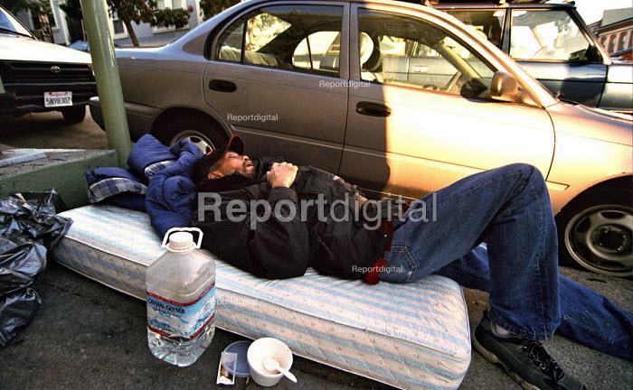 Homeless man sleeping on the street, San Francisco, USA 2003 - Andrija Ilic - 2003-05-07