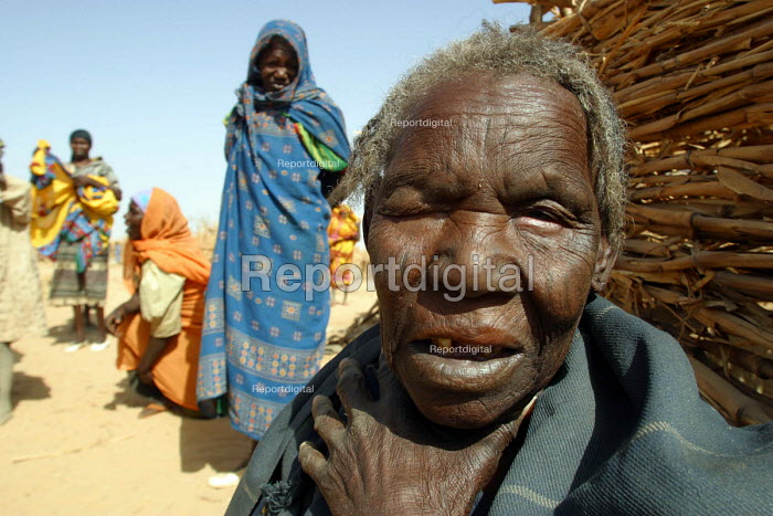 Elderly Sudanese woman among refugees who have fled attacks by Government supported forces in the Darfur region to go to UNHCR camps in Eastern Chad. 2004 - Boris Heger - 2004-09-01