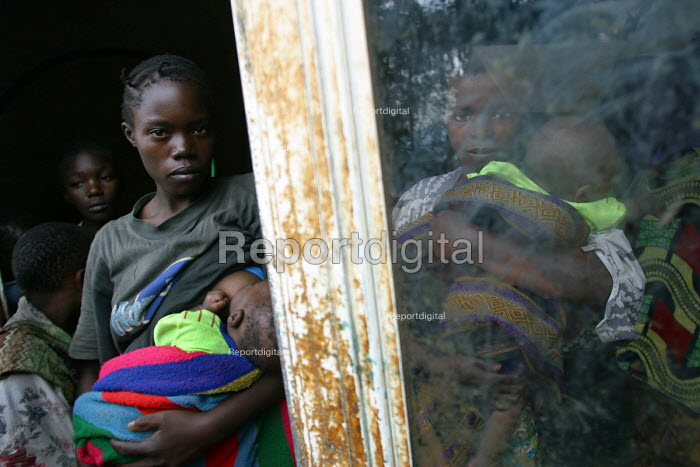 Rwandan refugees returning home under a UNHCR programme arrive at a transit camp to be registered. The majority of the refugees returned in 1996 but some fled attacks and hid in the forest and are only now emerging to return. Cyangugu, Rwanda 2004 - Boris Heger - 2004-09-01