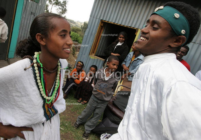 Ethiopian students perform a dance as part of an AIDS awareness program in a Youth Association in Dessie, Ethiopia 2005 - Boris Heger - 2005-06-30