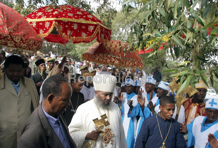 The Head of the Orthodox Chruch greets some of the hundred thousand pilgrims who walk each December for sixty five kms from the city of Dire Dawa to the Orthodox Church of Saint Gabriel at Kulubi to celebrate Angel Gabriel Day. Kulubi, Ethiopia 2005 - Boris Heger - 2005-09-06