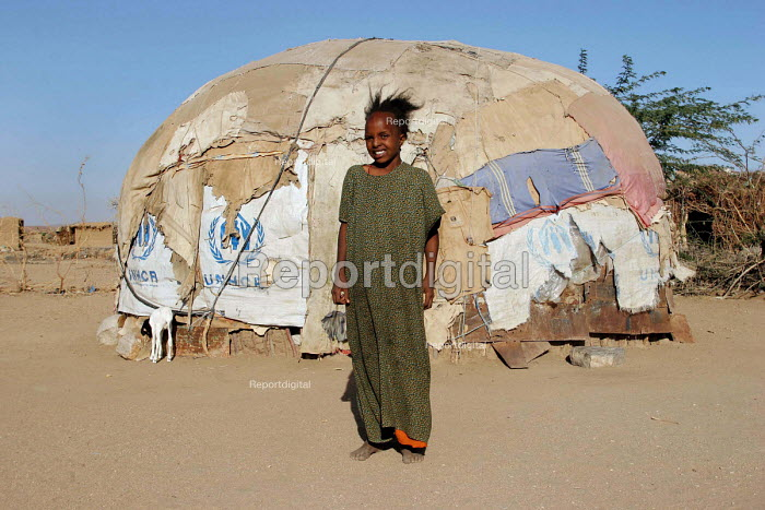 Somali refugees living in traditional tukul tents, Aisha refugee camp, Ethiopia 2005 - Boris Heger - 2005-09-06