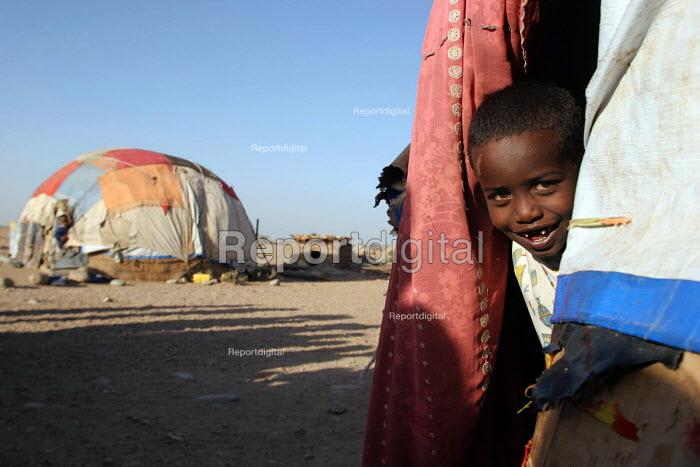 Somali refugees living in traditional tukul tents, Aisha refugee camp, Ethiopia 2005 - Boris Heger - 2005-09-06
