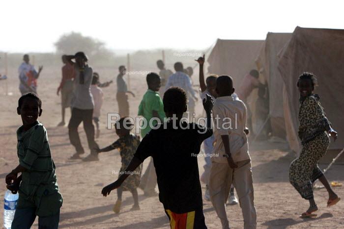 Somali refugee children play in Aisha refugee camp, Ethiopia 2005 - Boris Heger - 2005-09-06