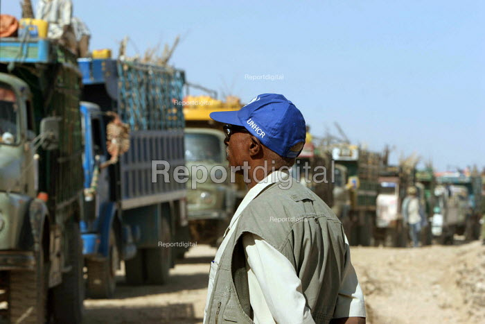 UNHCR repatriation of Somali refugees from camps in Ethiopia where they have lived since the 1990s when more than six hundred thousand refugees had fled Somalia. The refugees are returning to north west Somalia otherwise known as Somaliland. Ethiopia 2005 - Boris Heger - 2005-09-06