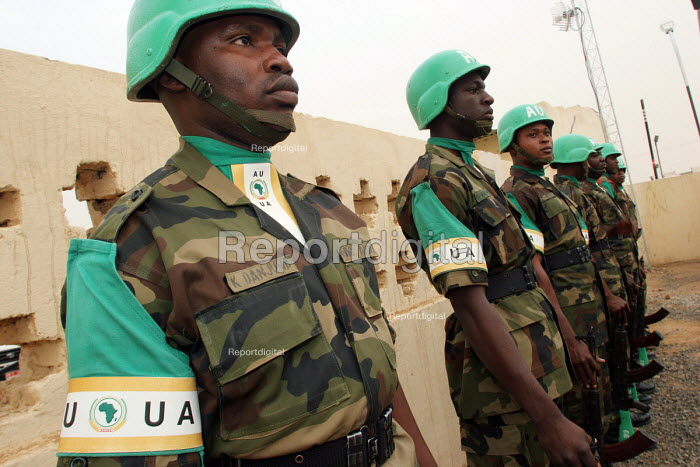 African Union peacekeeping soldiers from Nigeria in a displaced persons camp, close to northern Darfur regions administrative capital El Fasher, Zamzam IDP camp, Darfur, Sudan 2005 - Boris Heger - 2005-06-02