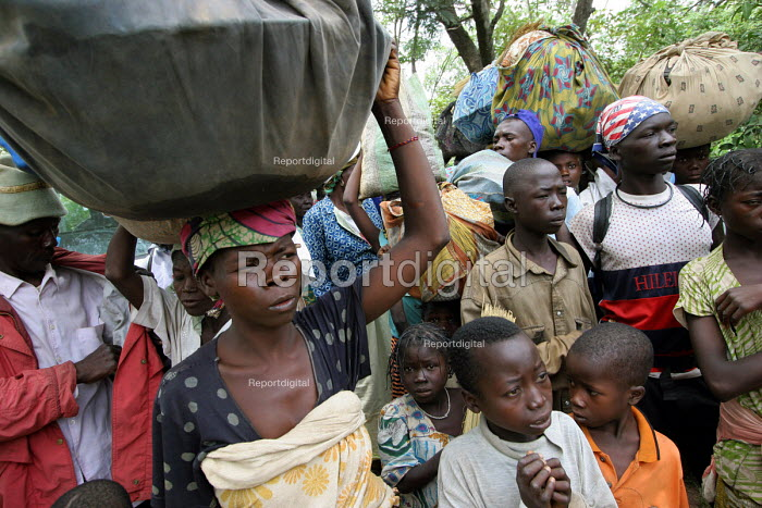 Refugees flee across the border from conflict in the Central African Republic ( CAR ) to arrive in Chad where they are assisted by aid workers from UNHCR. Chad 2005 - Boris Heger - 2005-09-16