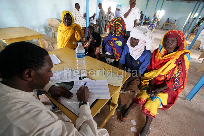 Sudanese refugees who have fled the conflict in Darfur being registered by UNHCR at Farchana camp in Chad around fifty kms from the border. Chad 2005 - Boris Heger - 2005-11-11