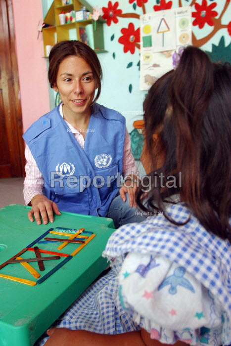 UNHCR provides funds for both Colombian refugees and local children to attend school in order to promote integration within the community. Ibarra, Ecuador 2004 - Boris Heger - 2004-09-01