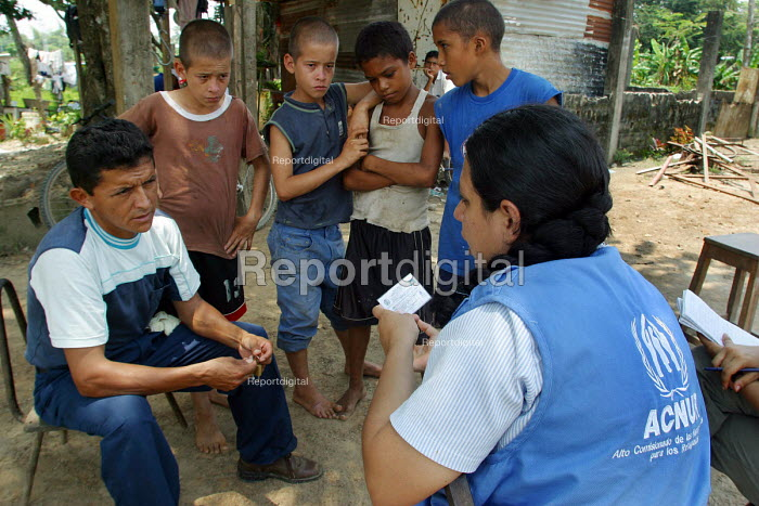 UNHCR workers visit a Colombian refugee family who have no ID cards. Amparo, Venezuela 2004 - Boris Heger - 2004-09-01