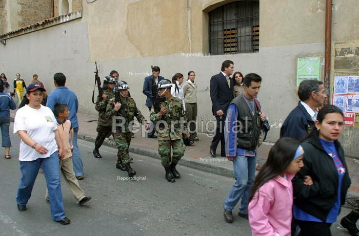 A military patrol in central of Bogota. Bogota, Colombia 2004 - Boris Heger - 2004-09-01