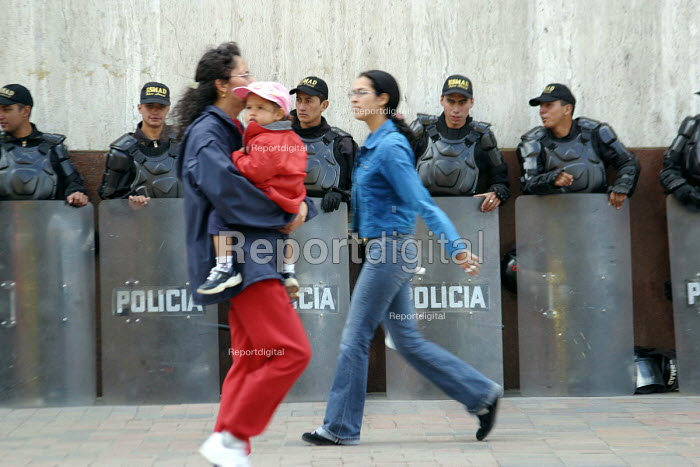 Riot police on patrol during a protest, Bogota. Colombia 2004 - Boris Heger - 2004-09-01