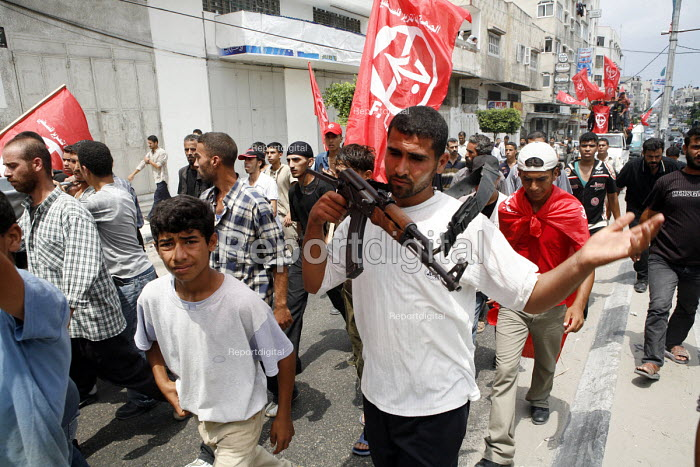 The Popular Front for the Liberation of Palestine march through Gaza City Protesting aganst the war in Lebanon. - Thomas Morley - 2006-07-27