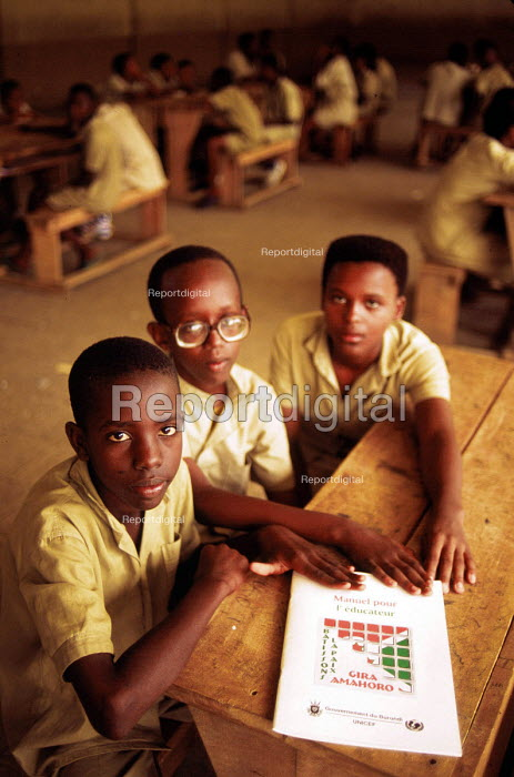Peace and reconciliation programme supported by UNICEF. Bujumbura, Burundi. 1995 - Howard Davies - 1995-05-03