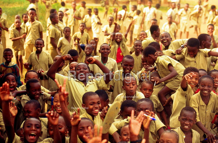School children at school in Bujumbura, Burundi. 1995 - Howard Davies - 1995-05-03