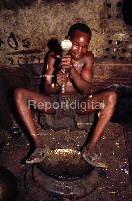 Recycling oil drums in a workshop. Kisumu District, Kenya. 2000 - Howard Davies - 2000-05-03