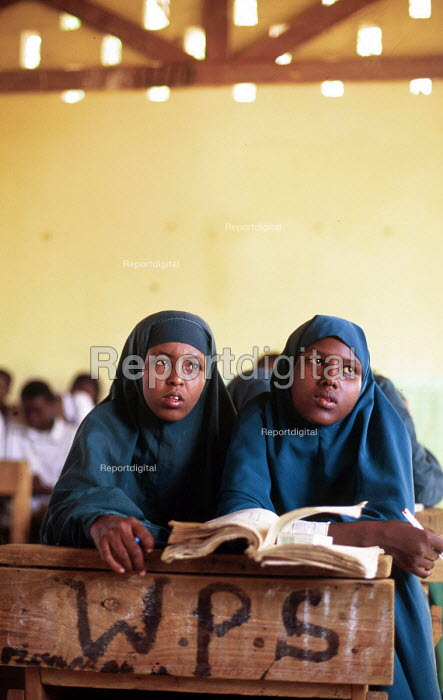 Schoolchildren attending classes. Wajir District. Kenya. 2000 - Howard Davies - 2000-05-03
