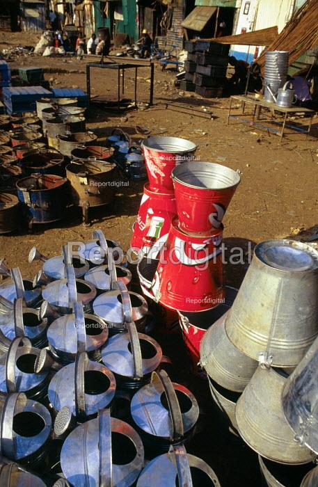 Workshop to recycle oil drums into tools. Kisumu. Kenya. 2000 - Howard Davies - 2000-05-03