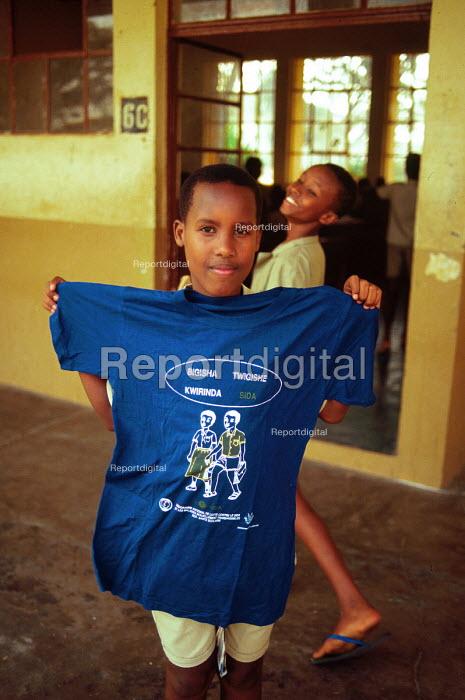 Burundi school chuildren with HIV / AIDS awarenss t-shirt. Bujumbura, Burunsi 1996 - Howard Davies - 1996-05-03