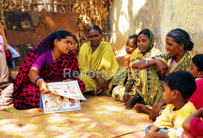 Malaria education for women, a programme funded by DFID. Orissa, India. 1997 - Howard Davies - 1997-05-03