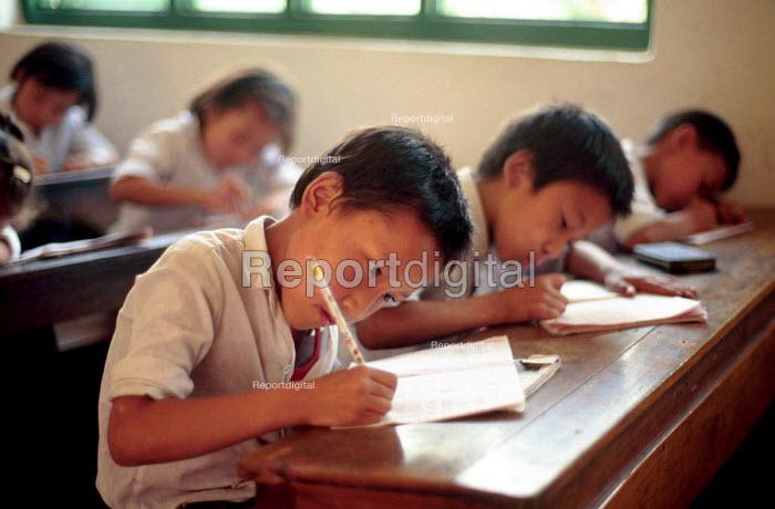 Tibetan refugees at a Tibetan refugee school. Kathmandu, Nepal. 1997 - Howard Davies - 1997-05-03