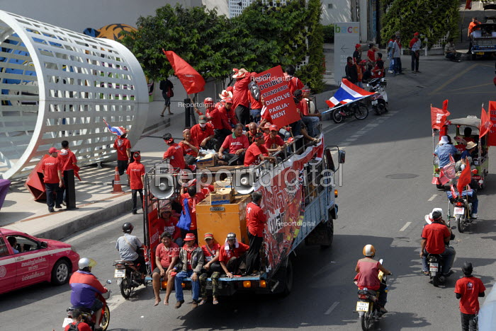 Supporters of Thaksin Shinawatra, the exiled former prime minister of Thailand, protest in their red shirts in the centre of Bangkok, Thailand 2010. The United Front for Democracy against Dictatorship (UDD) - Howard Davies - 2010-04-03