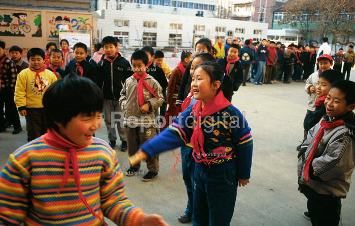 Chinese primary school in Qingdao. China. 2001 - Howard Davies - 2001-05-03