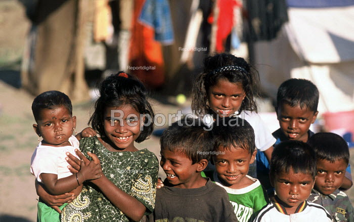 Children displaced by the Tsunami living in a displaced peoples camp to the north of Batticaloa, Sri Lanka. 2005 - Howard Davies - 2005-03-05