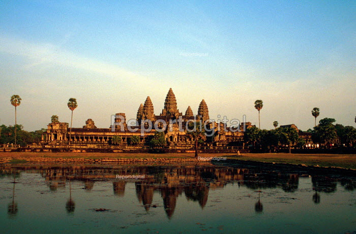 View of the religious centre and city of Angkor Wat. - Howard Davies - 2001-05-03