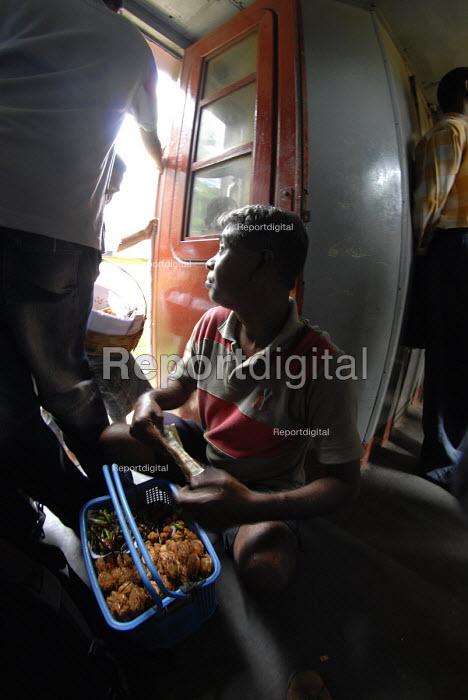 A hawker on the Colombo - Galle Express train, Sri Lanka 2007 - Howard Davies - 2007-10-21