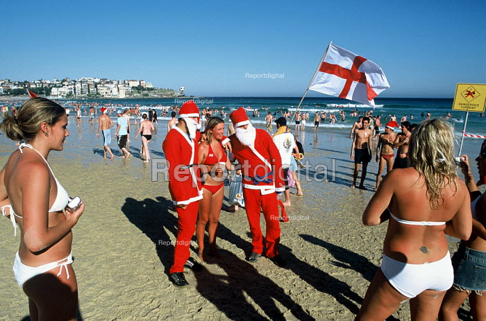 British tourists celebrating Christmas, on Bondi beach. - Howard Davies - 2003-12-25