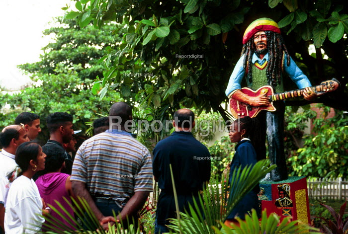 Tourists visiting Bob Marleys former house, now a Museum dedicated to the musicians life, Kingston, Jamaica 1996 - Howard Davies - 1996-08-03