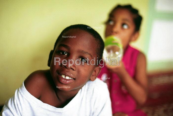 Jamaican children playing at Mavis Bank, in Blue Mountains. - Howard Davies - 1997-08-03