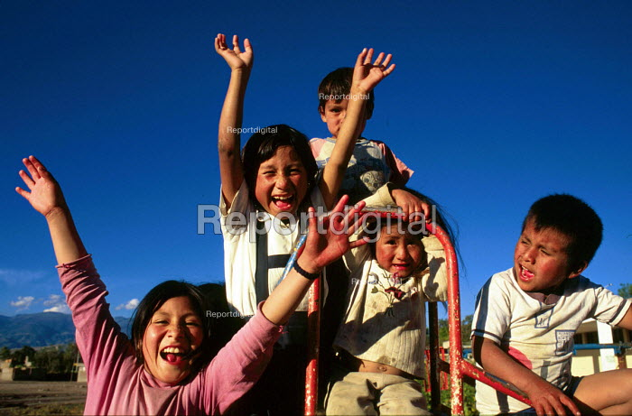 Children displaced during the civil war living in a shanty town of Ayacucho, Peru 2000 - Howard Davies - 1997-08-03