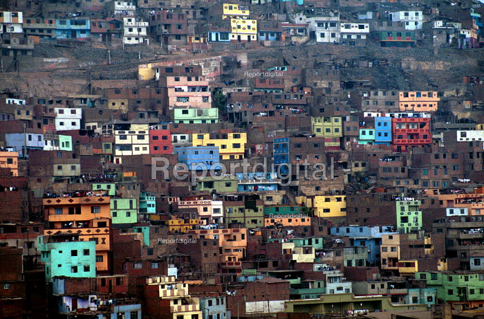 Shanty town housing, La Victoria district, Lima, Peru 2000 - Howard Davies - 1997-08-03