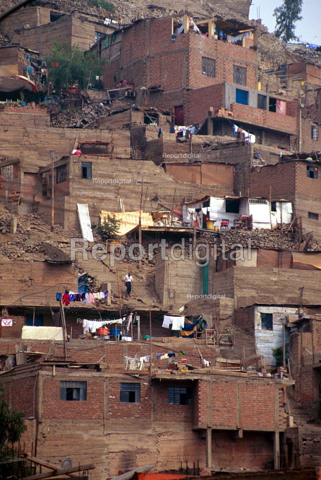 El Augustino shanty town housing, in La Victoria district, Lima. - Howard Davies - 1997-08-03