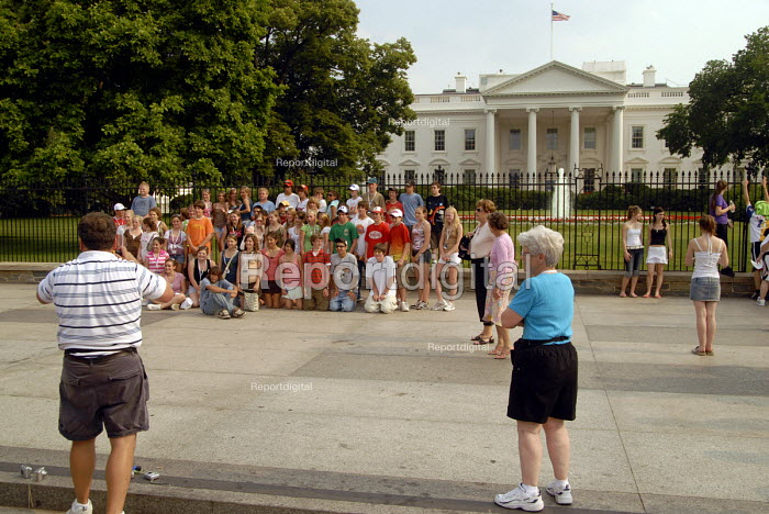American children on school visit to White House, Washington DC, USA 2006 - Howard Davies - 2006-05-25