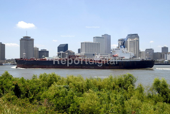 Cargo boats on the River Mississippi in New Orleans. USA 2006 - Howard Davies - 2006-05-28
