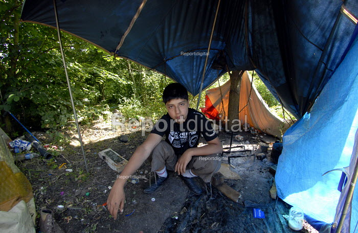A young asylum seeker from Afghanistan camped in woods near Dunkerque on the north coast of France. 2009 - Howard Davies - 2009-07-16