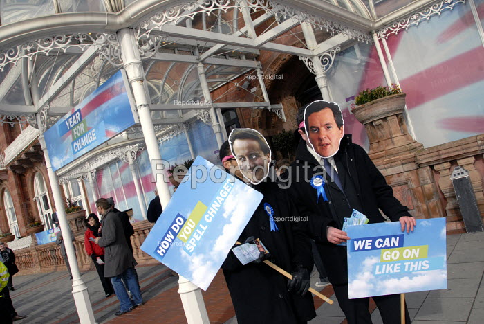 Vote for Change protesters outside Spring Conservative, Brighton, UK 2010 - Howard Davies - 2010-02-27