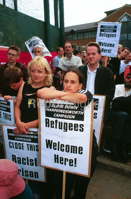 Protest against the detention of asylum seekers, Harmondsworth detention centre near Heathrow airport, UK 2001 - Howard Davies - 2001-08-01