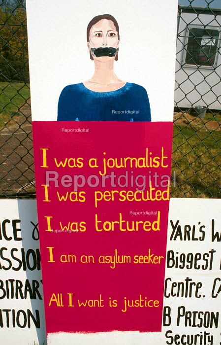 Placards in support of refugee journalists at a protest for asylum seekers rights at the Yarls Wood detention centre, UK. 2002 - Howard Davies - 2002-08-01