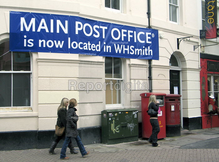 Sign outside the closed central post office in Brighton directing customers to the new branch now within W H Smiths. The closure of Crown post offices has been opposed by the CWU Communications Workers Union. UK 2007 - Howard Davies - 2007-11-13