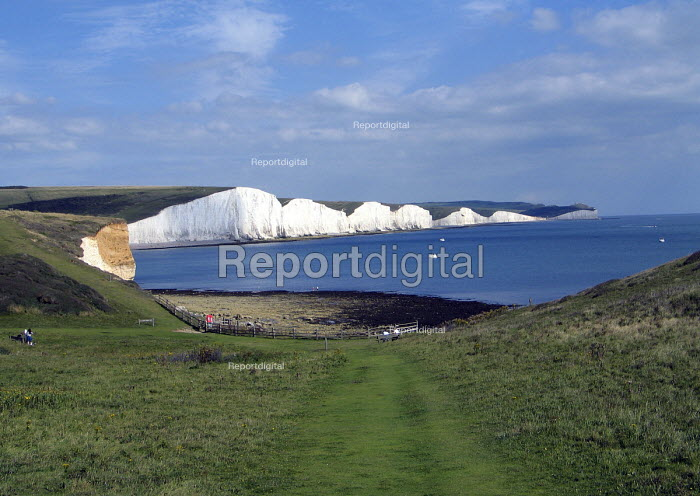 The Seven Sisters chalk cliffs on the south coast of England. UK 2007 - Howard Davies - 2007-08-05