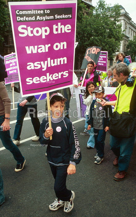Protest against the detention and treatment of asylum seekers, London, UK 2002 - Howard Davies - 2002-08-01